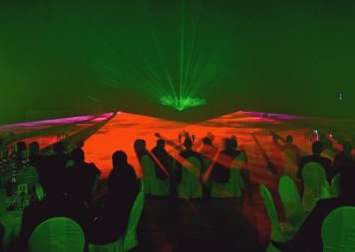 Hochzeitsgesellschaft während einer Lasershow Hochzeit