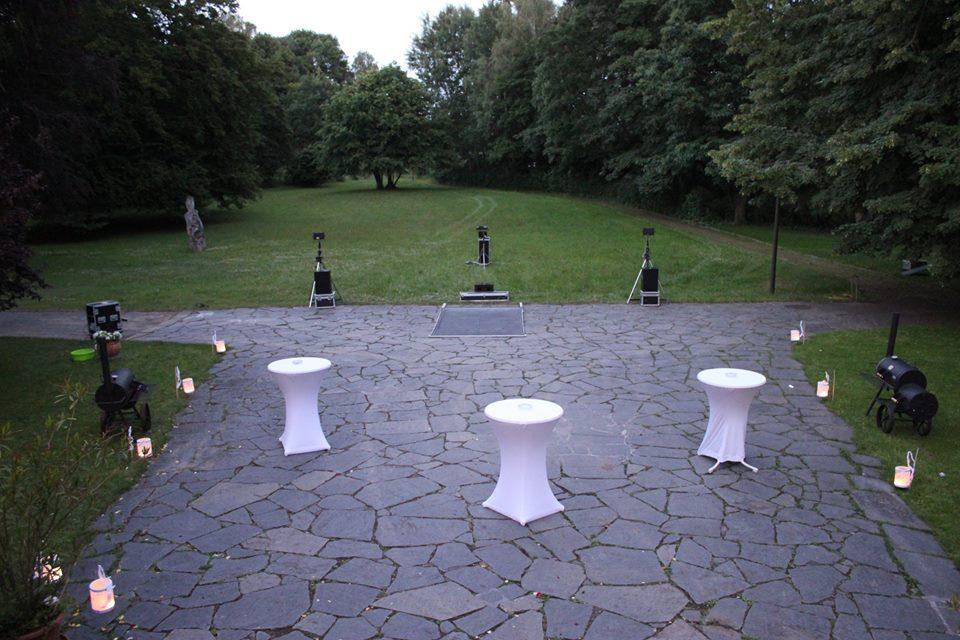 Aufbau einer Lasershow zur Hochzeitsüberraschung